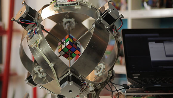 Robot breaks fastest Rubik's Cube solving record (Video)