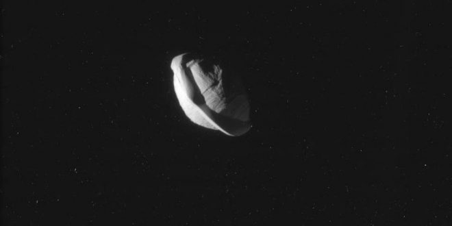 Saturn's tiny moon Pan looks like a space ravioli (Photo)