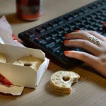 Turn off TV while eating to lose weight, Says New Study