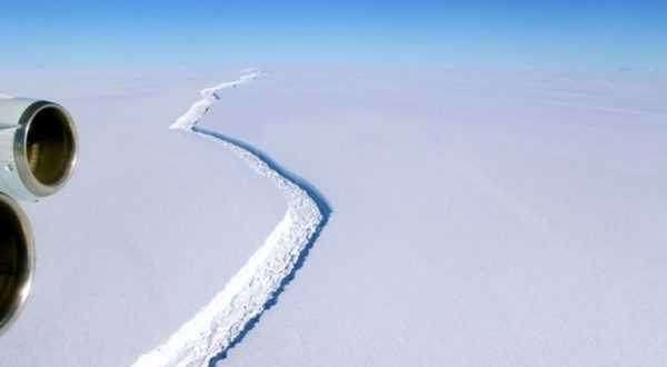 An immense iceberg Is About to Break Off from Antarctica