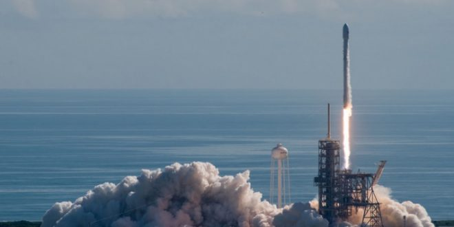 SpaceX launches secret spaceplane (Video)