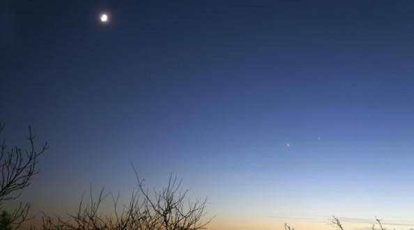 Jupiter and Venus visible to the naked eye (Watch)