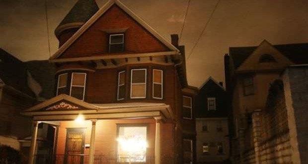 Couple advertises home as 'slightly haunted' (VIDEO)