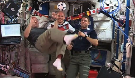 Astronauts play football in zero gravity on ISS (Video)