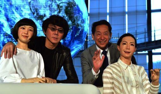 Japan researchers unveil news-reading robots