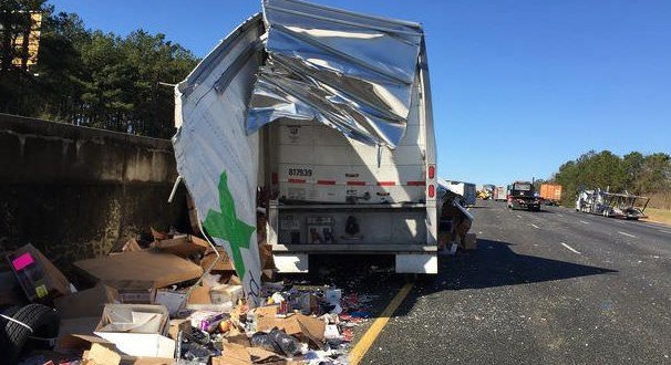 FedEx Truck Accident – Video: FedEx Truck Crashes In Georgia, Spilling Packages On Highway
