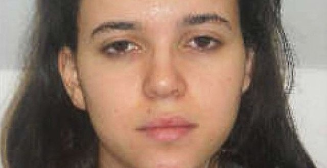 Hayat Boumeddiene : Paris shooting suspect escapes