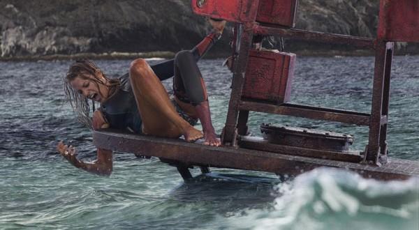 Blake Lively in suspense-thriller film 'The Shallows' (Trailer)