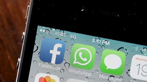 Facebook and Whatsapp to discontinue support for BlackBerry