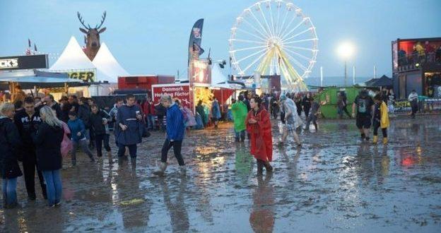Lightning strikes fans at German rock festival (Video)