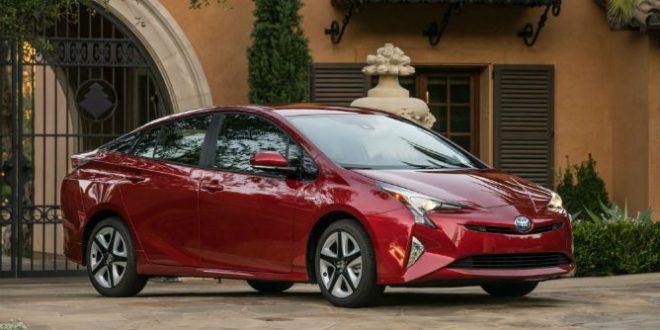 2016 Toyota Prius C: Fuel-Efficient Hybrid Powertrain (Video)