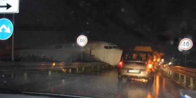 Plane Crash Lands In Road Italy (Video)