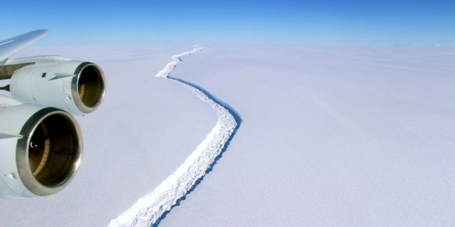 Antarctic Iceberg's Split Reveals Ecosystem Hidden for Thousands of Years