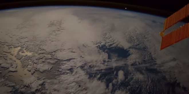 Astronaut luckily captures meteor falling to Earth aboard space station (Video)